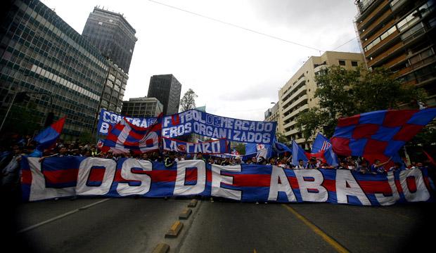 Hinchas de Universidad de Chile marcha contra Plan Estadio Seguro
